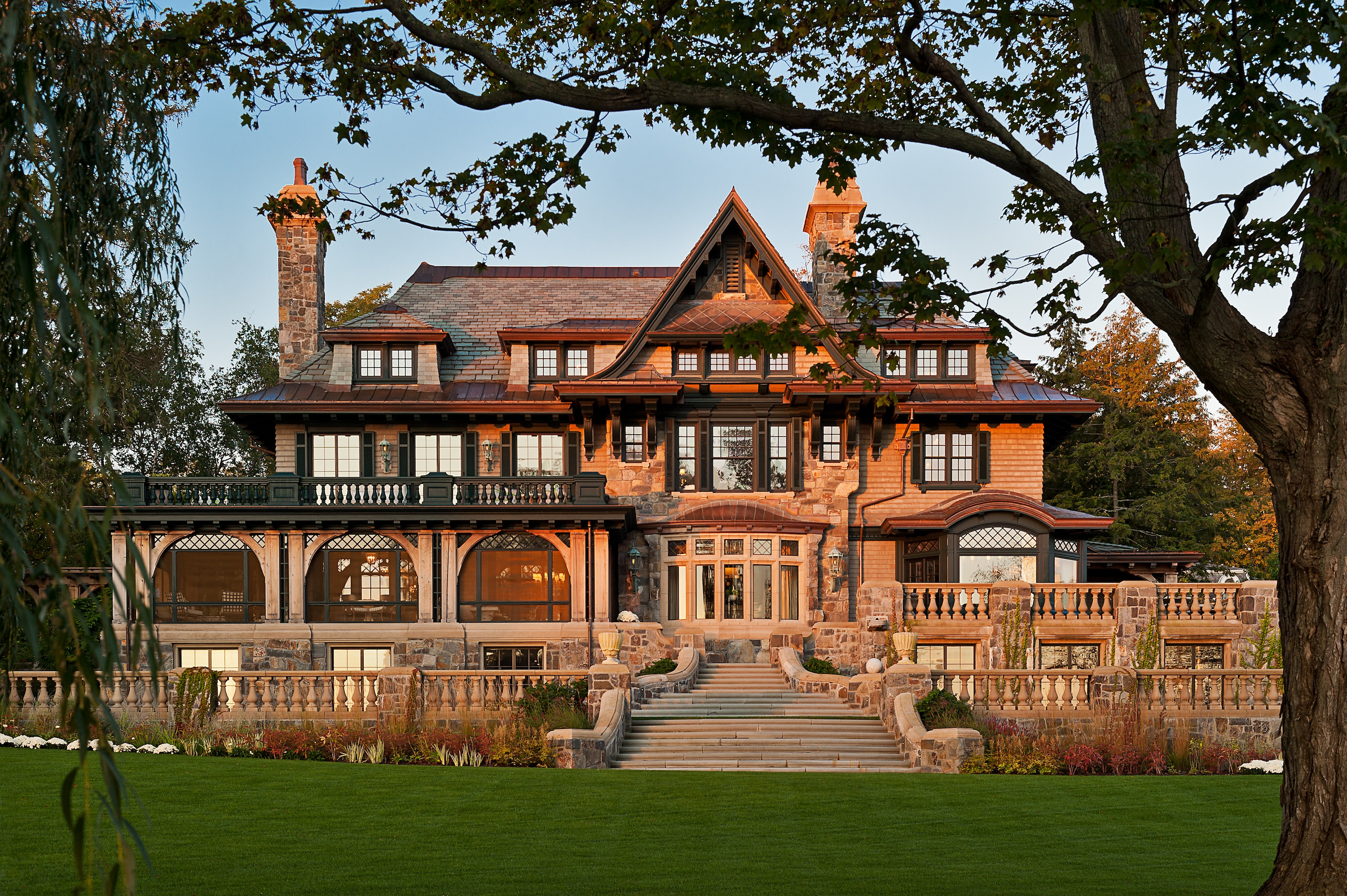 Grand lakefront home in upstate new york features hope 39 s for Home design york